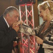 Monica Scattini e Maurizio Mattioli in una scena del film Vip, diretto dai fratelli Vanzina
