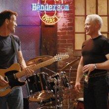 Neal McDonough con James Denton in una sequenza di Desperate Housewives, episodio There's Always a Woman