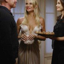 Nicollette Sheridan, Neal McDonough  e Teri Hatcher nell'episodio 'Mirror, Mirror' della serie televisiva Desperate Housewives