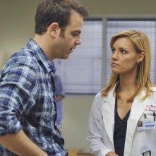 Paul Adelstein e Kadee Strickland nell'episodio 'Past Tense' della serie tv Private Practice