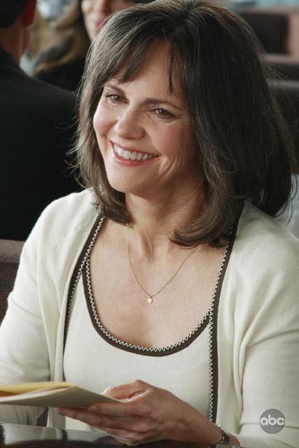 Sally Field in un momento dell'episodio 'You get what you need' della serie televisiva Brothers & Sisters