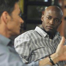 Taye Diggs in una scena con Tim Daly nell'episodio 'Past Tense' della serie Private Practice