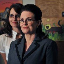 Tina Fey insieme a Megan Mullally in una scena del primo episodio della terza stagione della serie tv 30 Rock: 'Do-Over'