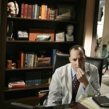 Tony Hale nell'episodio 'The Pill' della serie tv Samantha Chi?