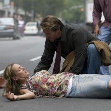 Uma Thurman e Brett Cullen in una scena del film Davanti agli occhi