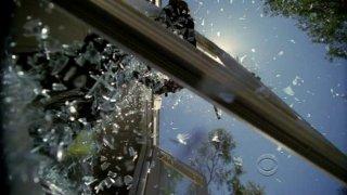 Una pioggia di vetri nell'episodio 'Minimal Loss' della serie tv Criminal Minds