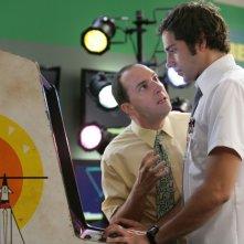 Zachary Levi insieme a Tony Hale in una scena dell'episodio 'Chuck Versus Tom Sawyer' della seconda stagione di Chuck