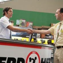 Zachary Levi insieme a Tony Hale durante una scena dell'episodio 'Chuck Versus Tom Sawyer' della seconda stagione di Chuck