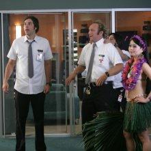 Zachary Levi insieme a Scott Krinsky e Julia Ling durante una scena dell'episodio 'Chuck Versus Tom Sawyer' della seconda stagione di Chuck