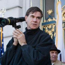 Il regista Gus Van Sant sul set del film Milk