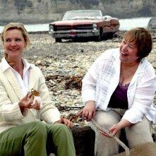 Joan Allen e Kathy Bates in un'immagine del film Quel che resta di mio marito