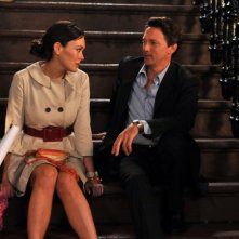 Lindsay Price insieme a Andrew McCarthy in un momento dell'episodio 'Chapter Twelve: Scary, Scary Night' della serie Lipstick Jungle