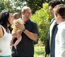 Martha Millan, Domenick Lombardozzi, Adrian Grenier e Kevin Connolly in una scena dell'episodio 'Redomption' della quinta stagione di Entourage