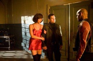 Olga Kurylenko, Mark Wahlberg e Amaury Nolasco nel film Max Payne
