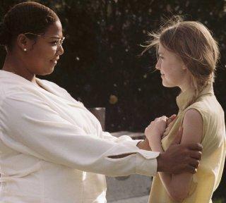 Queen Latifah e Dakota Fanning in una scena del film La vita segreta delle api