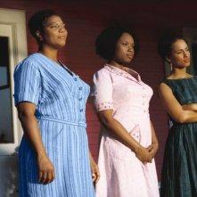 Queen Latifah, Jennifer Hudson e Alicia Keys in una scena del film La vita segreta delle api
