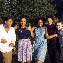 Queen Latifah, Sophie Okonedo, Jennifer Hudson, Alicia Keys e Dakota Fanning in una scena del film La vita segreta delle api