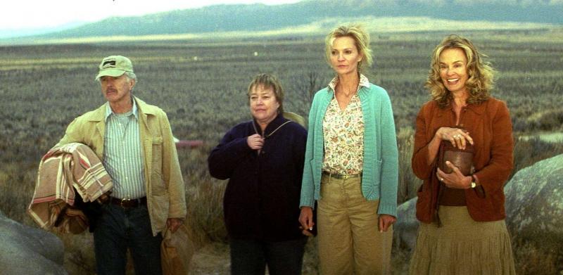 Tom Skerritt Kathy Bates Joan Allen E Jessica Lange In Una Scena Del Film Quel Che Resta Di Mio Marito 92777