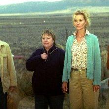 Tom Skerritt, Kathy Bates, Joan Allen e Jessica Lange in una scena del film Quel che resta di mio marito