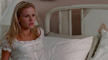 Anna Paquin in una scena dell'episodio Cold Ground della prima stagione di True Blood