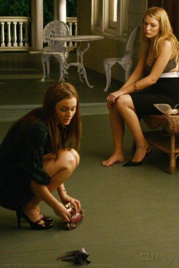 Blake Lively e Leighton Meester in un'immagine dell'episodio 'New Have can wait' della serie tv Gossip Girl