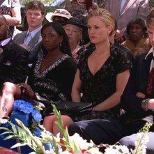 Nelsan Ellis, Rutina Wesley, Anna Paquin e Ryan Kwanten in una scena dell'episodio Cold Ground della prima stagione di True Blood