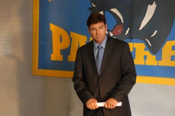 Kyle Chandler nell'episodio 'I Knew You When' della serie tv High School Team