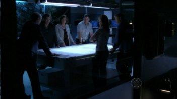 La squadra di Las Vegas riunita nell'episodio 'For Warrick' della nona stagione di CSI