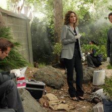 Gary Sinise, Carmine Giovinazzo e Melina Kanakaredes nell'episodio 'The Cost of Living' della serie CSI New York