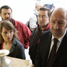 Guy Lecluyse, Anne Marivin, Kad Merad e Philippe Duquesne in una scena del film Giù al nord