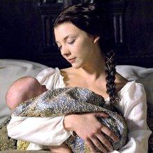 L'attrice Natalie Dormer in una sequenza della seconda stagione della serie I Tudors - Scandali a Corte