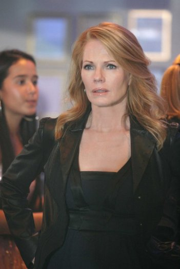 Marg Helgenberger durante una scena dell'episodio 'Let it bleed' della nona stagione di CSI Las Vegas