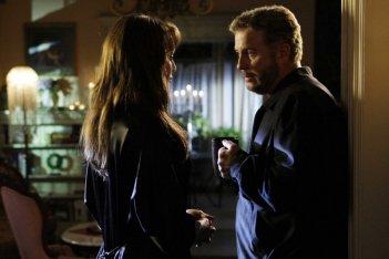 Melinda Clarke insieme a William Petersen nell'episodio 'Leave out all the rest' della serie CSI Las Vegas