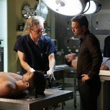 Robert Joy insieme a Gary Sinise nell'episodio 'The Cost of Living' della serie CSI New York