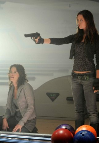 Summer Glau e Lena Headey nell'episodio Brothers of Nablus di Sarah Connor Chronicles