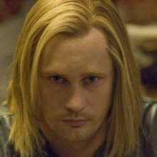 Alexander Skarsgård in una scena dell'episodio Burning House of Love della serie True Blood