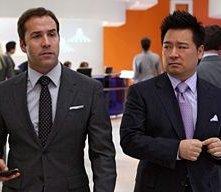 Jeremy Piven e Rex Lee in una scena dell'episodio 'Gotta Look Up To Get Down ' della quinta stagione di Entourage