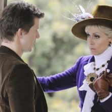 Judith Light con Eric Mabius che interpreta Daniel nella serie tv Ugly Betty, episodio: Tornado Girl
