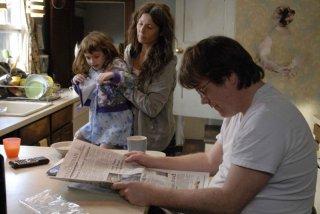 Sadie Goldstein, Catherine Keener e Philip Seymour Hoffman in una scena del film Synecdcoche, New York