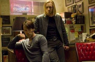 Stephen Moyer e Alexander Skarsgård in un'immagine dell'episodio Burning House of Love della serie True Blood