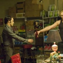 Stephen Moyer e Alexander Skarsgård in una scena dell'episodio Burning House of Love della serie True Blood