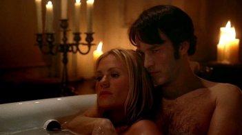 Anna Paquin e Stephen Moyer in una scena dell'episodio Burning House of Love di True Blood
