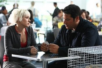Brea Grant e Greg Grunberg in una scena dell'episodio Dying of the Light di Heroes