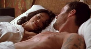 Brian Austin Green e Stephanie Jacobsen in una scena dell'episodio The Tower Is Tall But the Fall Is Short di Sarah Connor Chronicles