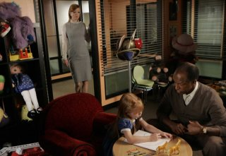 Dorian Harewood e Shirley Manson nell'episodio The Tower Is Tall But the Fall Is Short di Sarah Connor Chronicles