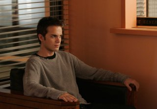 Thomas Dekker in una scena dell'episodio The Tower is Tall but the Fall is Short di Terminator: The Sarah Connor Chronicles