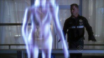 George Eads in un momento dell'episodio 'The Happy Place' della nona stagione di CSI