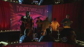 Una sequenza del secondo episodio della nona stagione di CSI: The Happy Place