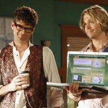 Eric Christian Olsen con Will McCormack in una scena dell'episodio 'Do You Believe in Magic?' della serie tv Brothers and Sisters