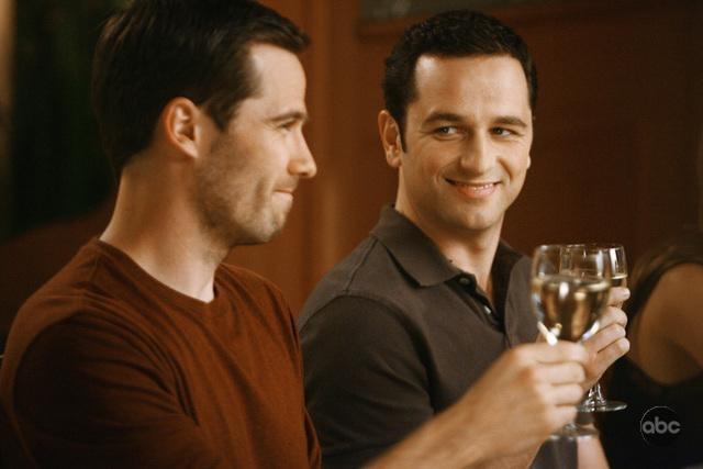 Luke Mcfarlane E Matthew Rhys In Un Momento Dell Episodio Going Once Going Twice Della Serie Tv Brothers Sisters 93880